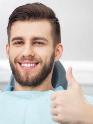 Visita odontoiatrica per dair allineatore invisibile
